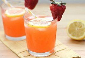 عصير الليمون مع الفراولة