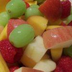 إعداد سلطة الفواكه بالزبادي