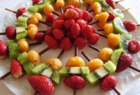 طريقة إعداد أسياخ الفواكه